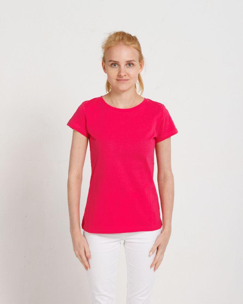 Самые модные женские футболки 2021