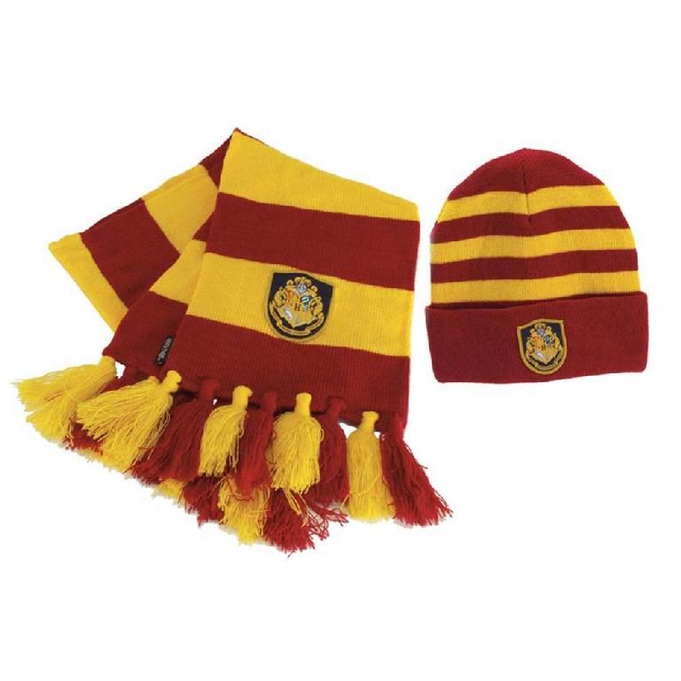 Вязаные комплекты: шарф и шапка с вышивкой